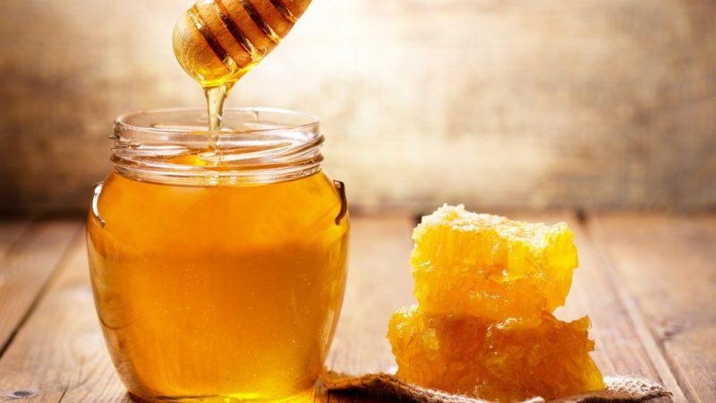Мед замість цукру: чи можна замінити цукор медом