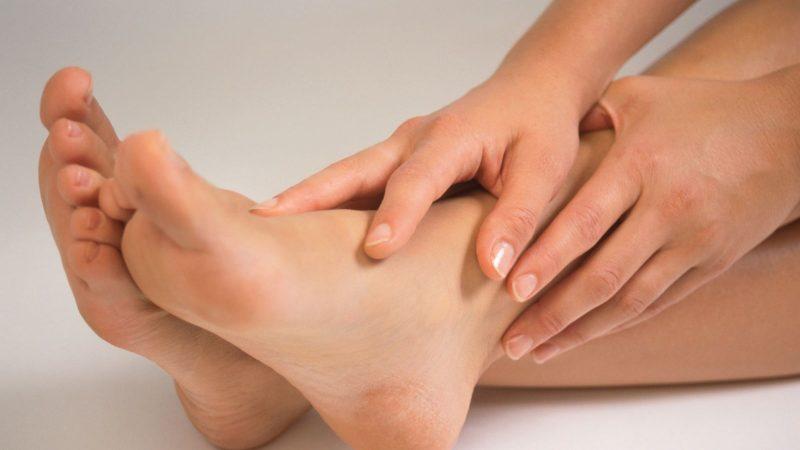 Натоптиші на ногах: як видалити, причини появи, як позбутися в домашніх умовах