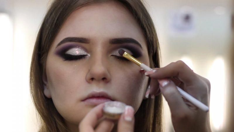 Зняття макіяжу: чим краще всього знімати макіяж, косметичні і народні засоби
