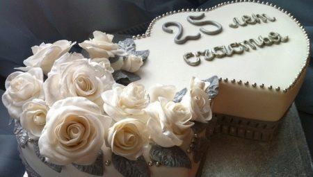Торт на срібне весілля (23 фото): вибираємо прикольні десерти з мастики для батьків, весільні кремові торти зі сріблом