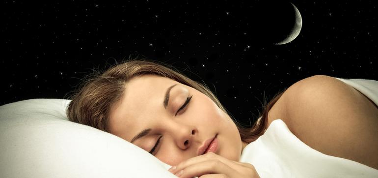 Особливості сну людини: чому сплячий бачить сни і скільки часу триває найдовший сюжет