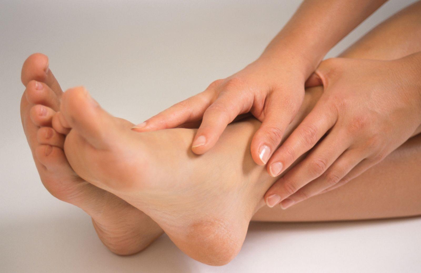 Натоптыши на ногах: как удалить, причины появления, как избавиться в домашних условиях