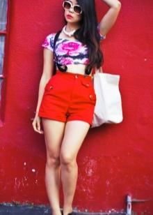 Червоні шорти (33 фото): з чим носити жінкам синьо-червоні моделі і в горошок