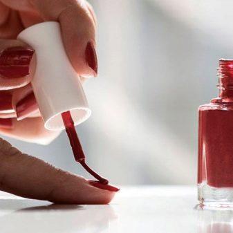 Чим розбавити лак для нігтів? Чим можна розбавляти лак, якщо він загус? Як правильно розвести розчинником висохлий лак?