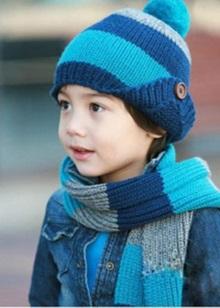 Дитячий в'язаний шарф (39 фото): модні моделі для дитини, як прикрасити шарф-комір, дитячі моделі з помпонами