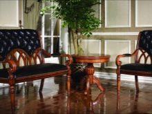 Дивани з високою спинкою (31 фото): старовинний з валиками в стилі ретро (під старовину) і двомісний м'який, інші варіанти