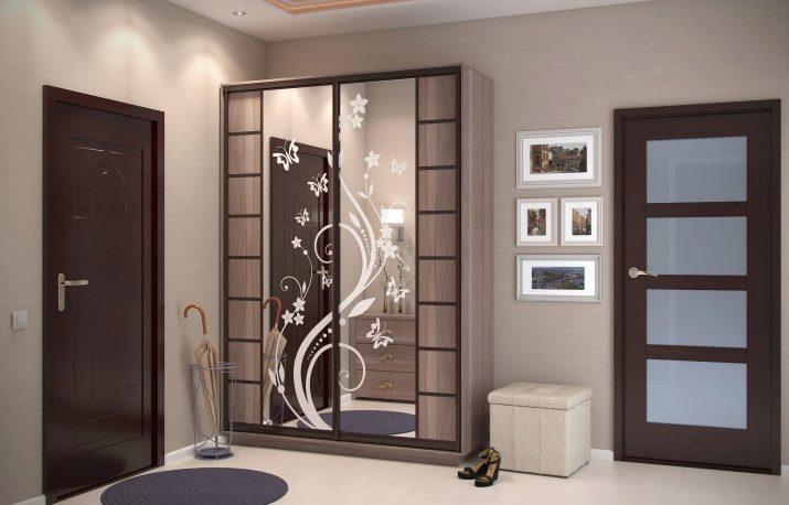 Дзеркала в передпокій (77 фото): великі дзеркала з підсвічуванням в інтер'єрі коридору та інші красиві моделі. Дизайн дзеркал в багеті і кованих дзеркал, інші стильні варіанти