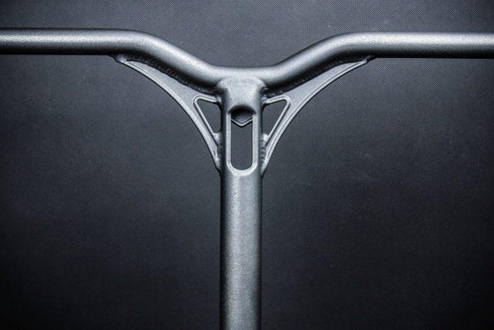 Кермо для самоката: тітановая рульова колонка для трюкового самоката, прямий Т-подібний кермо «Комета». Якої висоти повинен бути кермо?