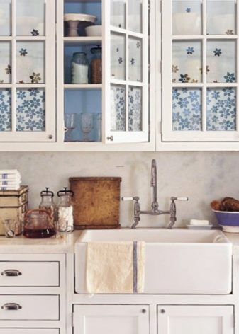 Кухня в сільському будинку (68 фото): ідеї дизайну інтер'єру в старому сільському будинку з пічкою. Економваріант облаштування та оздоблення кухні в селі