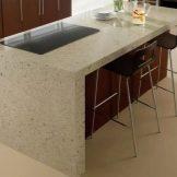 Кухонні робочі столи (49 фото): пересувні обробні столи для кухні від гарнітурів, виробничі професійні столи з полицями і інші варіанти