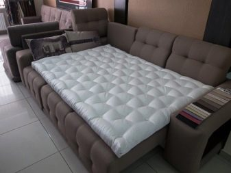 Наматрацник на диван: як вибрати за розміром? Який краще? Огляд кутових, непромокальних, ортопедичних і для збільшення м'якості наматрацників