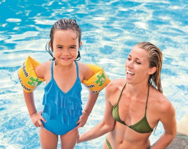 Що потрібно для басейну дитині? Список речей для відвідування басейну і плавання. Які треба документи?
