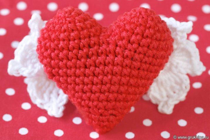 Серце амігурумі гачком: схема і опис в'язання об'ємного сердечка для початківців