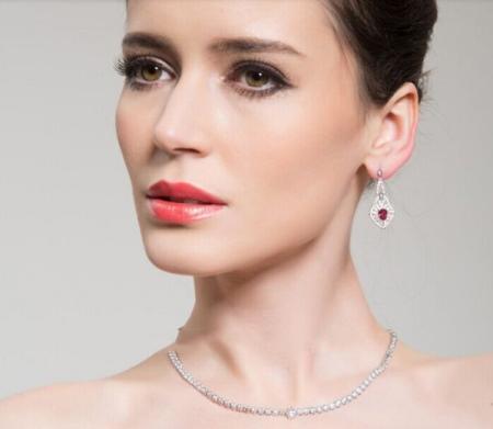 Сережки з рубіном (66 фото): сережки із золота і срібла, стильні срібні моделі як талісман