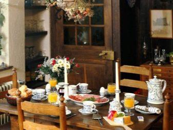 Сервіровка столу (46 фото): оформлення в стилі лофт і прованс, російською та японською, осінньому та кантрі