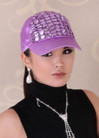 Шкіряна кепка (49 фото): бейсболка і німкеня, зимові моделі, з окулярами і з хутром, коричневого кольору, хуліганка, з вухами, чорна