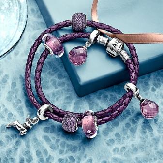 Шкіряний браслет Pandora (37 фото): червоний, чорний і білий з шармами зі шкіри, жіночий подвійний, синій і рожевий, відгуки