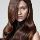 світлий Колір волосся шоколад (44 фото): кому підійде світло-коричневий? Як пофарбується у цей колір