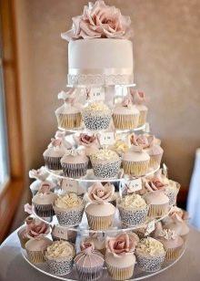Торт на срібне весілля (23 фото): вибираємо прикольні десерти з мастики для батьків, весільні кремові торти з сріблом