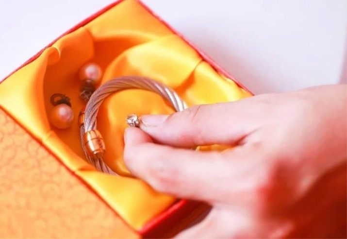Як в домашніх умовах почистити біле золото з діамантами? 14 фото Чим відмити кільце швидко і ефективно