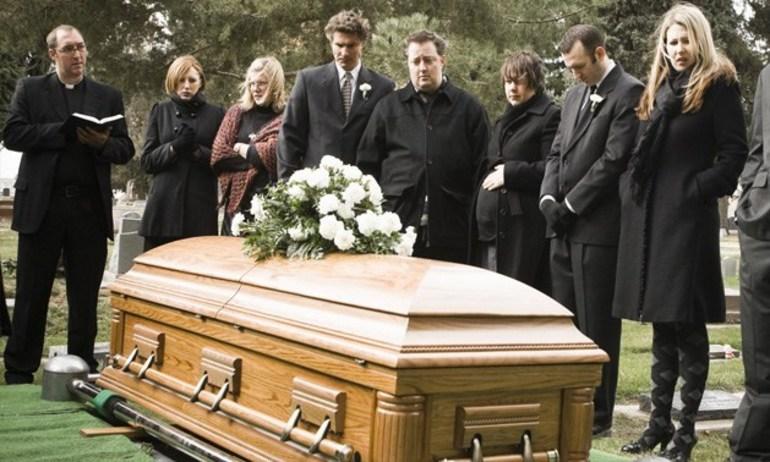 Похорон незнайомої людини сонники: до чого сняться поминки чоловіків, жінок і дитини