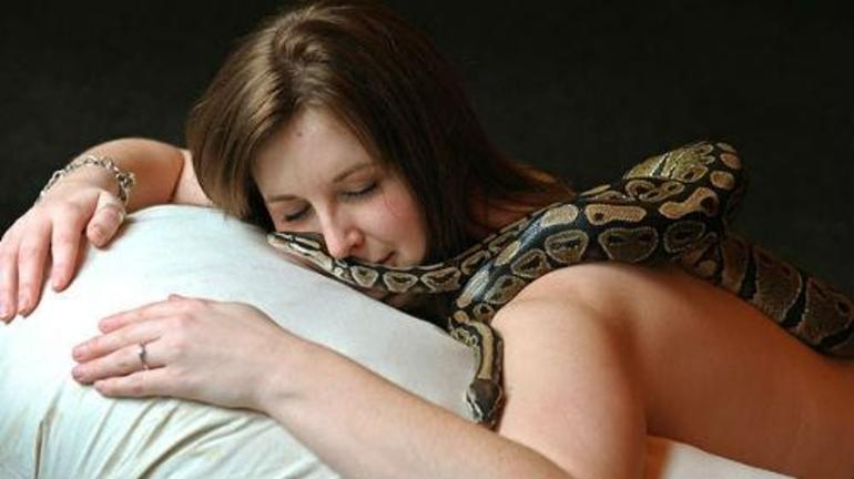 Сни про зеленої змії: до чого вона сниться, значення образу для чоловіка і жінки, передбачення відомих сонників