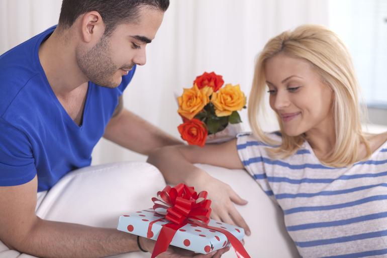 сниться Хлопець з понеділка на вівторок: значення сну з незнайомим, колишнім або коханим чоловіком